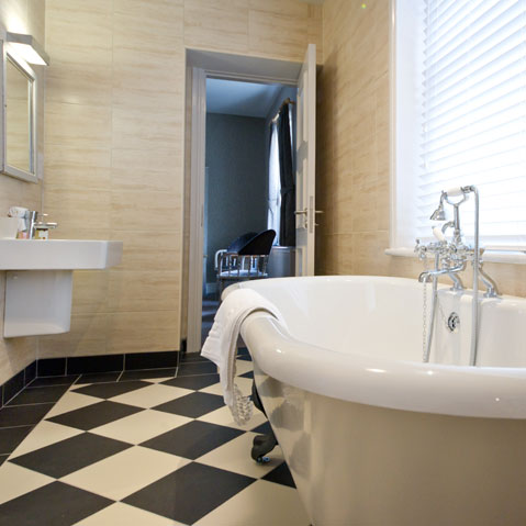 rooms-bathroom-deluxe-doubles