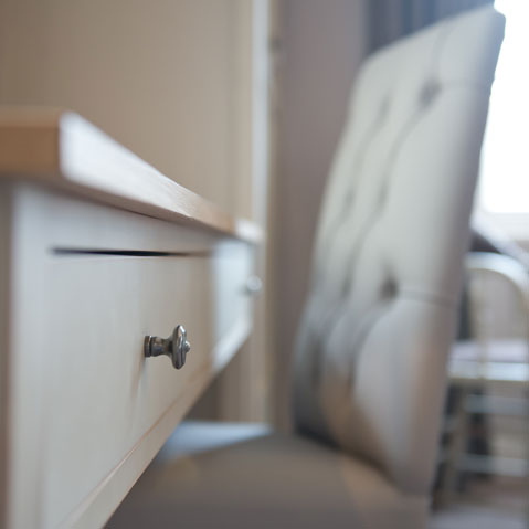 rooms-details-desk